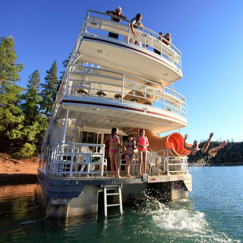 American-Houseboats-for-rent-on-Lake-Shasta_edited